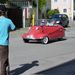 Ezek egész nap körbe-körbe autóztak (motoroztak?) a Messerschmitt Kabinrollerrel Ornbauban, és folyamatosan röhögtek. Jó volt nekik