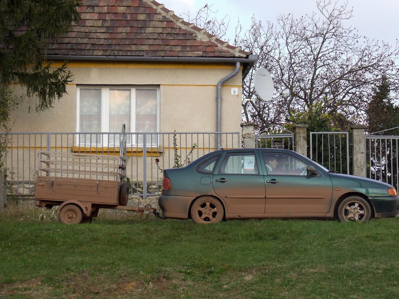 Nem minden autóval álltak be, pedig nem lett volna hülyeség még ott, a helyszínenl emosatni a sár nagyrészét