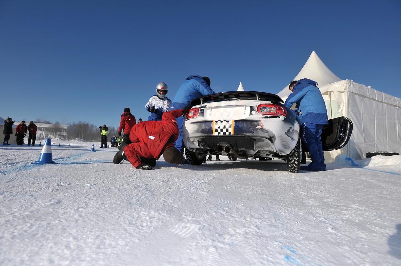 A végén aztán Zeljko addig tolt, amíg nem sikerült neki keresztbeverni azon a  hófalon, ahol addig senkinek. Megtapsolta mindenki