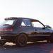 Semmi különös, csak egy Mazda 323. Persze, aki ért hozzá, a hátsó futóművet látva tudja, nem egy 1,3-as bevásárlókocsi