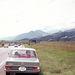 1972, az autó már egy napja megvan, megyünk Bern felé. Én piros pólóban a hátsó ülésen. Figyeljék a piros törölközőt a kalaptartón, a jobbra kitett indexet és a régi fajta, ovális, német zollrendszámot