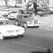 A Filmgyárnak volt rá pénze, hogy egy rendes forgalomnyi autót összeszedjen a Roosevelt térre