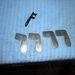 Egy eredeti, négy félig kész kábelvezető a csomagtartóba
