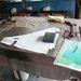 Kartonminta illetve egy e-bayről lelopott, majd kinagyított fotó a pedálszerkezetet alulról takaró lemezhez
