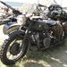 Második világháborús, oldalkocsis BMW. Is lehetne, de ez egy Ural, még inkább Dnyeper. Oldalt szelepelt bokszer blokk, konkrétan BMW koppintás, de ilyen váza, kerekei egyik háborús modellnek sem volt