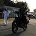 Na, ki a király?! Igazi, katonai MZ-n motorozgatni a reptér betonján igazán menő dolog