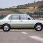 BMW e28 518i, a pörgetve ladahangú BMW, az utazósebessége 110-120, egy hosszabb difivel kicsit jobb lenne, de akkor városban lenne lomhább. Mivel ott nem használom, engem nem zavarna