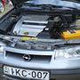 A motor V6-os, a váltó kézi. Finoman is jár