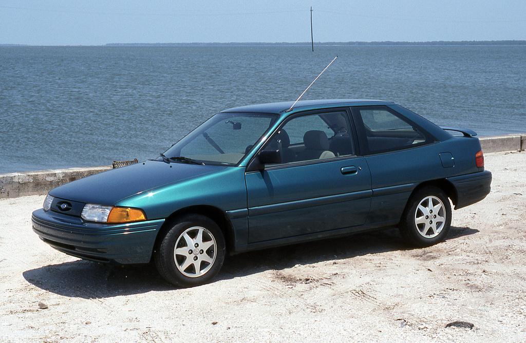 Gondolná, hogy az amerikai Ford Escort tulajdonképpen egy Mazda 323? Pedig a lemezek alatt ezek édestestvérek