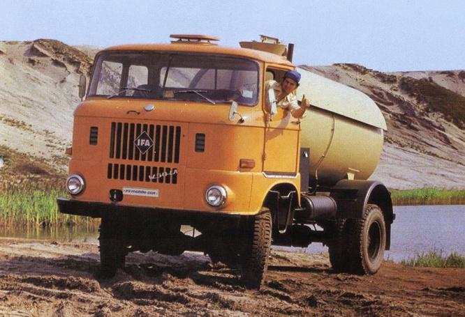 Akárhogy is, a nyolcvanas évek végén az indiai Maruti-Suzuki irigyelt nyugati autó volt. Aztán lecsúszott a guruló esőkabát státuszba