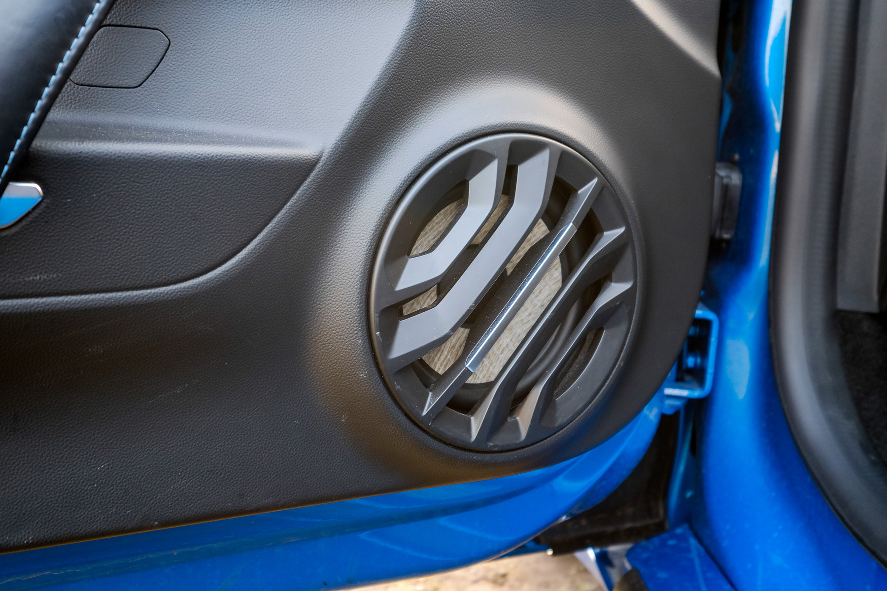 A Lotus kezdte a tervezését, az Alpine fejezte be
