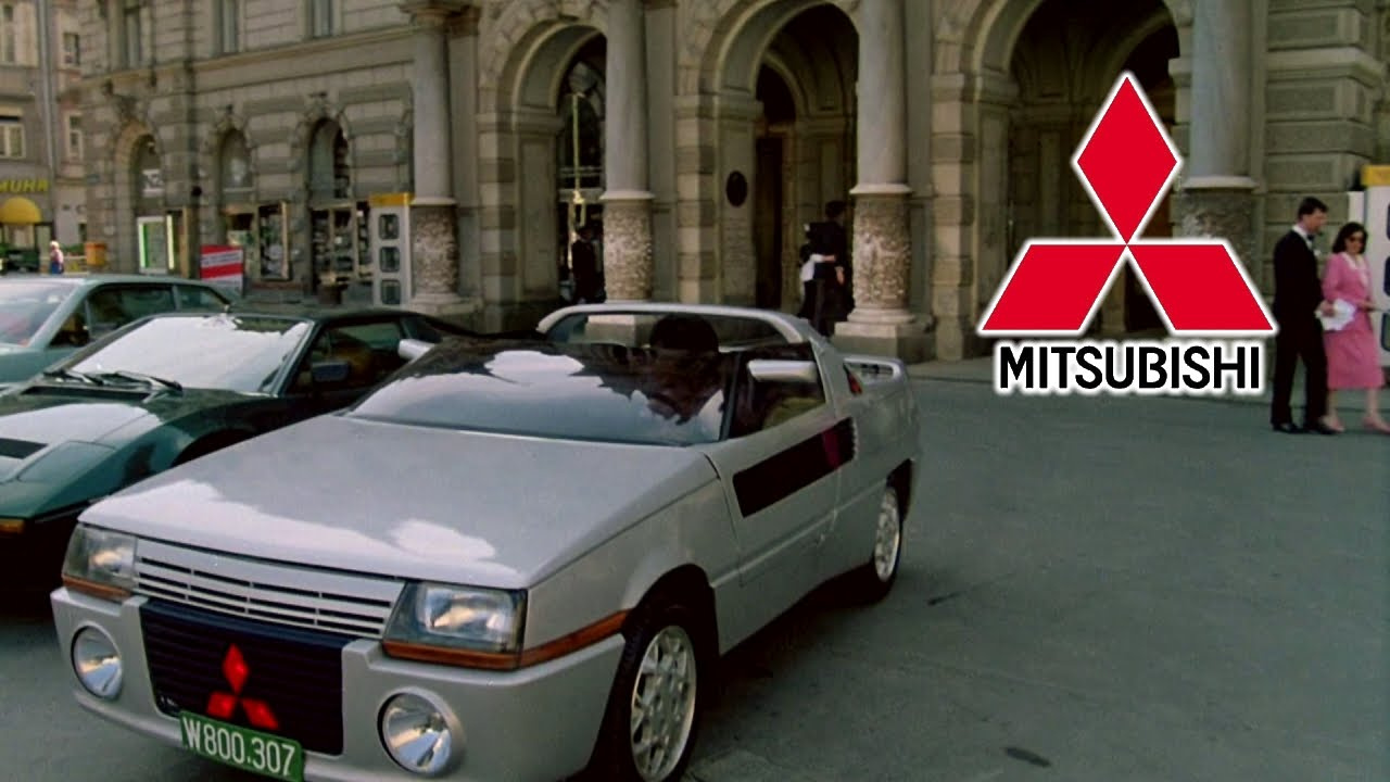 Katonai rendszámos Audiba száll Jackie Chan, bár tagadja, hogy ő szerepel a képen.