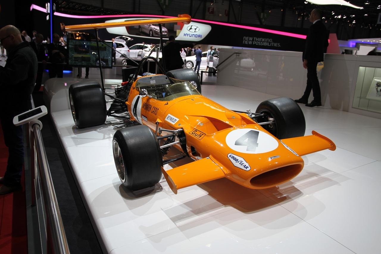 A turbó magánya a V10-zel szemben. Aki a Lamborghini mellett kért és kapott standot, az idén ráfázott.