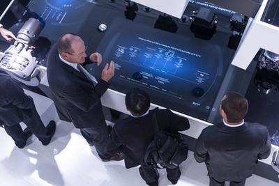 A Knorr-Bremse megvásárolta a német Kiepe céget, amely trolikat is gyárt. A képen azonban egy új, villanybusz töltési koncepció látható: a busz 500 kW-os töltése menet közben, egy rövid szakaszon, utána meg felsővezeték nélkül közlekedik