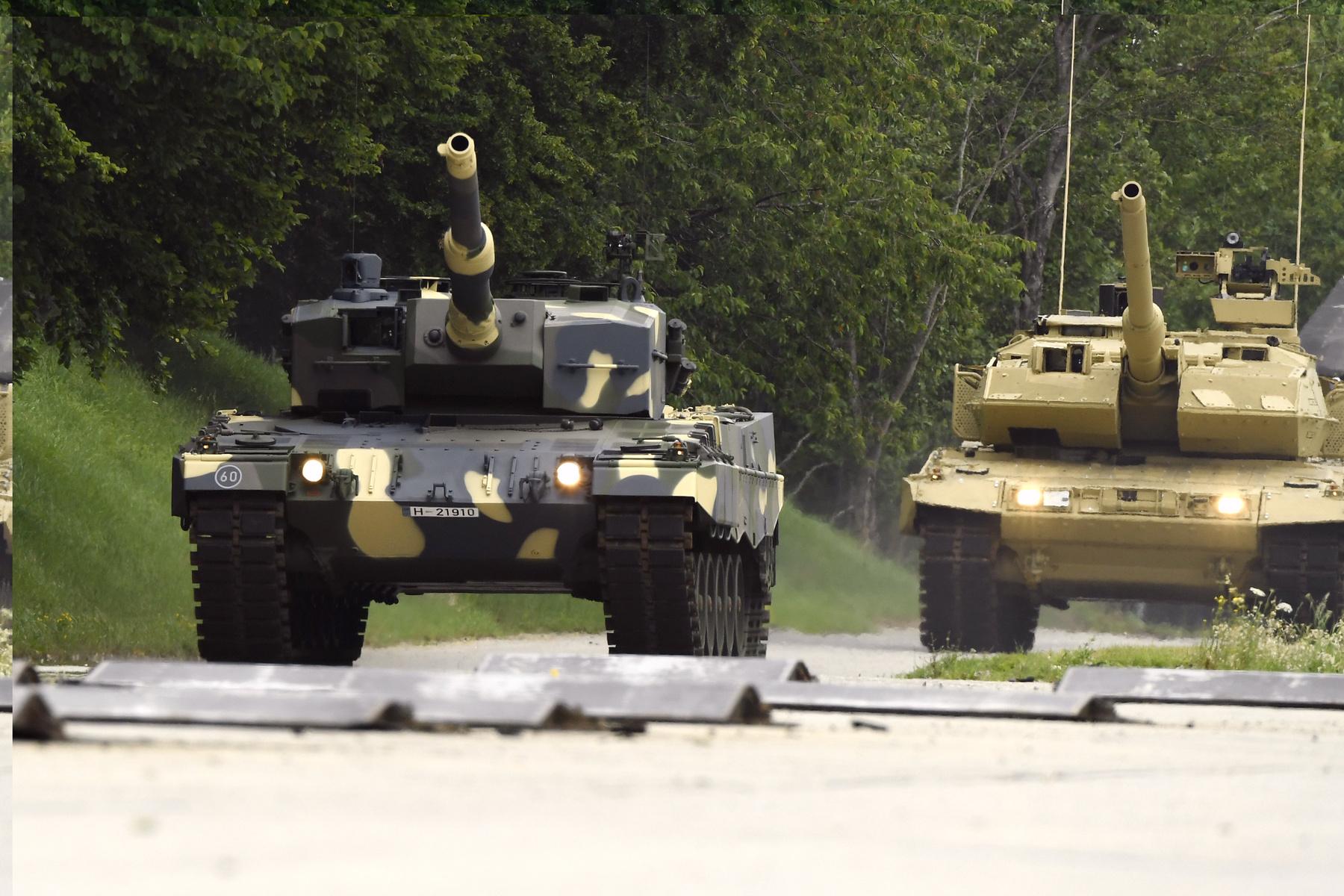A 44 darab új A7+ 2025-ben érkezik majd. Addig még rendszerben maradnak az ősöreg T-72-esek is