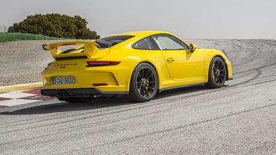 500 lóerős, 4,0 literes, szívó boxermotor van a GT3-ban és 9000-ig forog