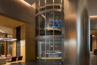 Porsche Design Tower Miami, ahol az apartman emeletére lehet lifteztetni az autót.