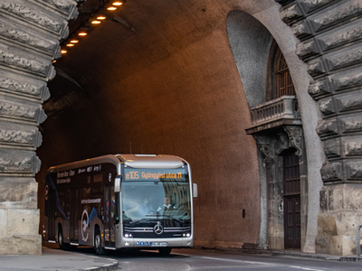 A cseh SOR elektromos buszához a magyar Kravtex is adta a nevét. Sajnos csak egy Credobus matricát tud hozzáadni a hazai gyártó a járműhöz