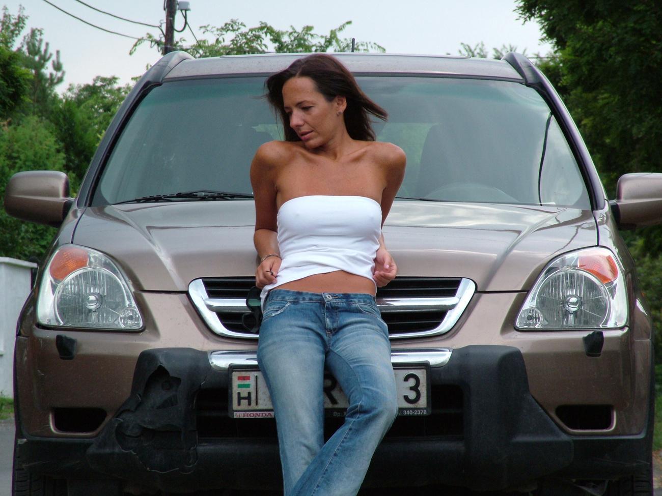 Marci még fiatal, nem csoda, hogy nyúzza a kis Suzukit