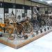 Egy csomó ősbicikli, majd hirtelen ugrással egy mountain bike