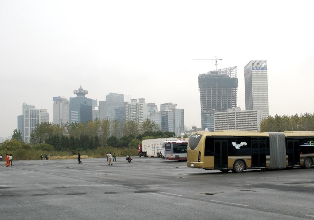 Az összes autó a Természettudományi és Technikai Múzeum gyönyörű épülete előtt