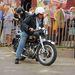 Vincent Black Shadow, nagyjából a világ legdrágább utcai motorja. Rá se bagóztak, volt mit nézni mást
