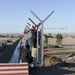 Készül a szép új szögesdrót kerítés Mazari Sharifban