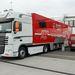 Ez a kamion szállítja az autókat versenyről versenyre.