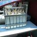 A lényeg a hidrogénakkumulátor. Biztonságos, nincs benne nagy nyomás, vagy extrém hőmérséklet