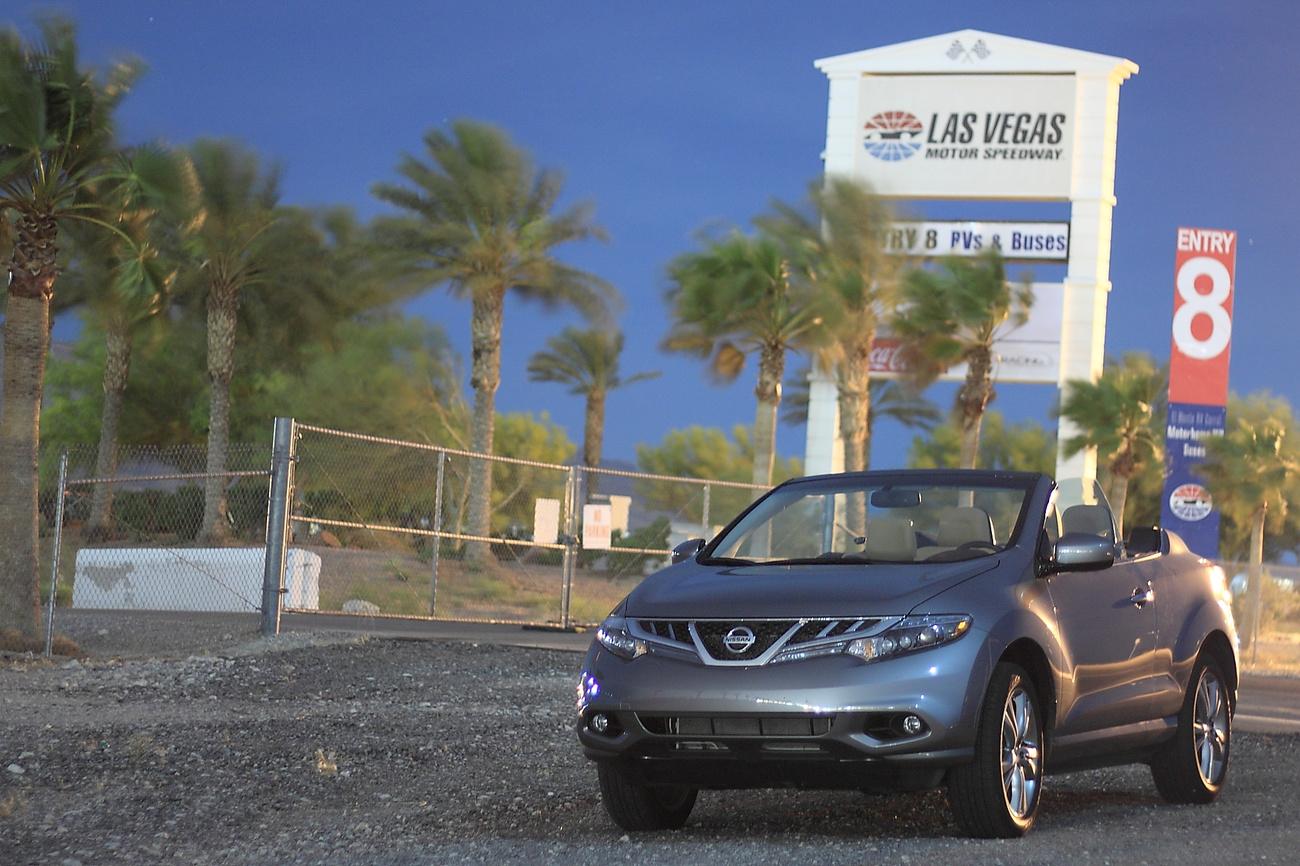 Hű száguldó fürdőkádunk, a Nissan Murano Cross Cabriolet