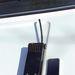 Kalaptartón a szürke gumibot, másik nevén Kádár-kolbász. Az a féltégla méretű valami a hordozható URH rádió. Vessük össze a méreteit egy telefonnal