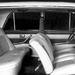 Hosszú műbőrszoknya a prototípus váltóján, kagylósított ülések