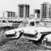 A Csepel Kerékpár- és Motorkerékpár-nagykereskedelmi Vállalat újautó-raktára látható 1963 őszén, mielőtt a Merkur megalakult volna. Így már érthetőbbek a korabeli panaszok, amelyek vadonatúj autók esetén hiányzó alkatrészekről, korai rozsdásodásról szóltak. Jelenleg a területen az Infopark található