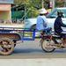 Kambodzsai áruszállító tuktuk alkalmi ülőhellyel