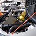 A régi motort leginkább az aranyfólia-szelepfedél-borításról ismerni meg. Az új már karbonszálas dobozt kapott