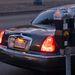 Két klasszikus: Lincoln Towncar és járdaszéli parkolóóra