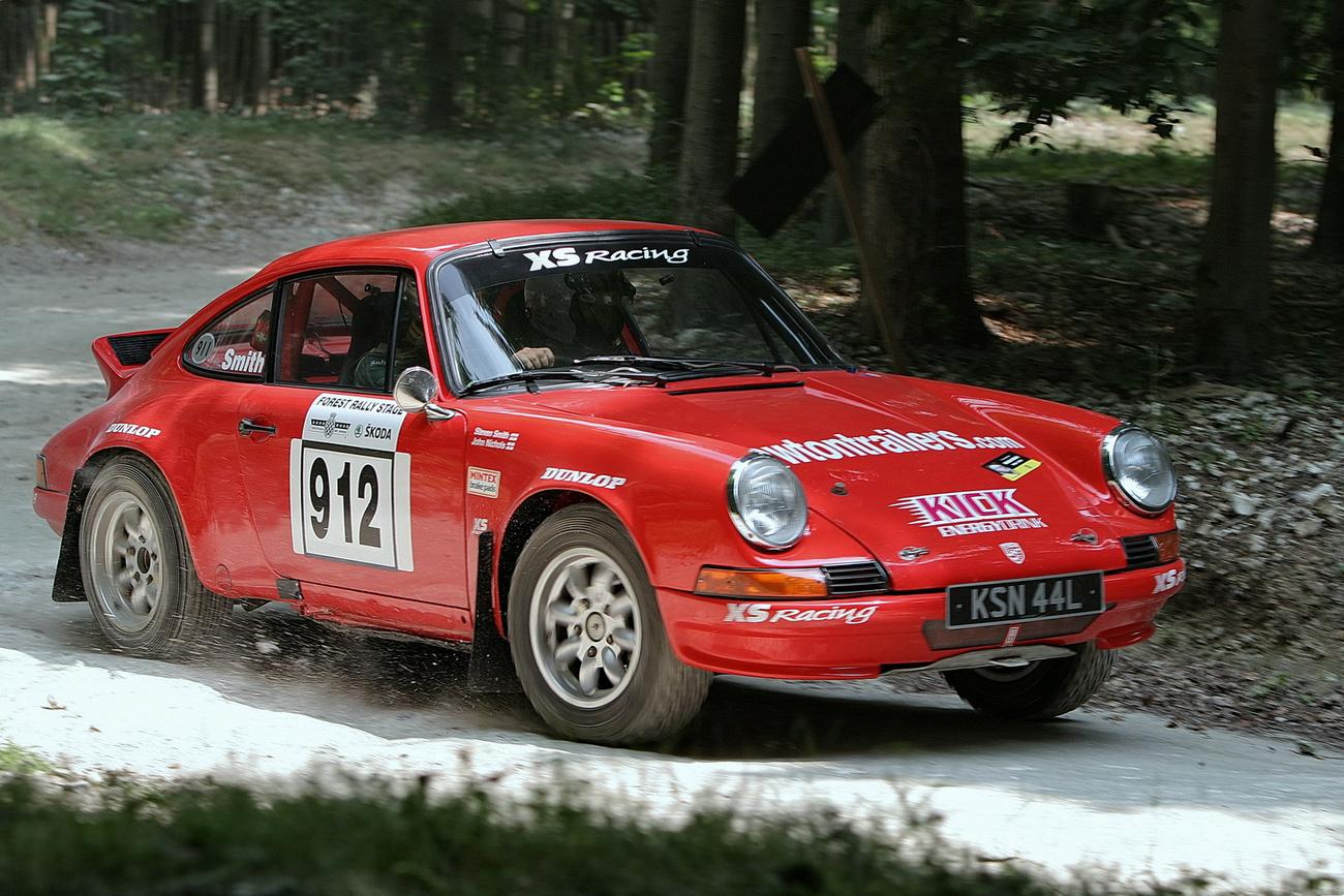 Ad aspera per astra. Porsche-szobor közvetlenül a leleplezés után, Lord March szmokingos estélyét követően - hmmm. Erről még lesz szó később