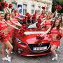A piros a Mazda 3 reklámszíne