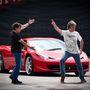 Pózolás Ducati pólóban: May a motorokat is szereti