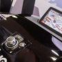 Íme a Mazda 3 tekerentyűs fedélzeti rendszere, amiben a navigációt szolgáltatja az NNG
