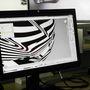 A vázlat alapján elkészítik számítógépen a háromdimenziós felületet. Itt épp a reflexiókat vizsgálják