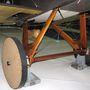 A múzeumban csak demonstrációs célból szerelték fel a fából készült kereket, de az első világháborúban bizony előfordult, hogy a nyersanyaghiány miatt amennyire csak lehetett, kímélték a gumikat. Ezért a mozgatáshoz leszerelték az értékes abroncsokat és fából készült kerekeken tologatták a gépeket, minden apróság számított