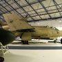 Sivatagi festésű Buccaneer, ahogy 1991-ben repült. A típus 1958 és 1993 között állt, eredetileg csak a Royal Navy, majd a Royal Air Force szolgálatában. Az első öbölháborúban nagyon jó szolgálatot tettek a Tornadók mellett, ezek a gépek szállították a precíziós bombázáshoz szükséges lézeres célmegjelölő berendezéseket