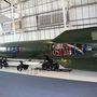 Nem sok V-2 maradt fenn, ez a nagyjából húsz darab egyike. Nem csak a rakéta, de a szállító kocsik is eredetiek. Természetesen oldalt nem volt eredetileg lyukas, de így a szerkezeti felépítését is tanulmányozni lehet