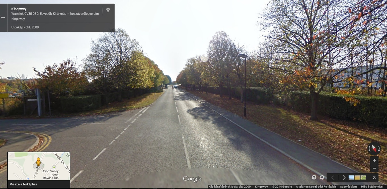Talán a dizájnközpontnál lehet ez a vizen lebegő sárga Aston  - forrás: Google Panoramio: Dave Lauberts