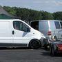 Egy fehér furgon is nézhet ki dogösen, nem is kell sokat változtatni rajta.