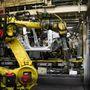 A robotokat elektromotorok mozgatják -a hidraulikus nem lenne elég pontos