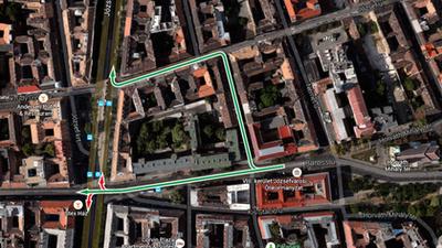 A zöld nyilak jelzik, hogy merre szabad, a pirosak, hogy merre nem szabad fordulni, ha a Harminckettesek tere felől érkezünk és a körutat támadjuk autóval