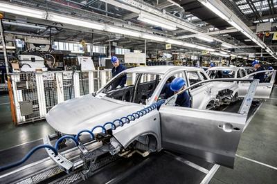 A Greengo autómegosztó szolgáltatás a saját, budapesti töltőoszlopa, illetve Nissan Leafje és VW e-Up!-ja