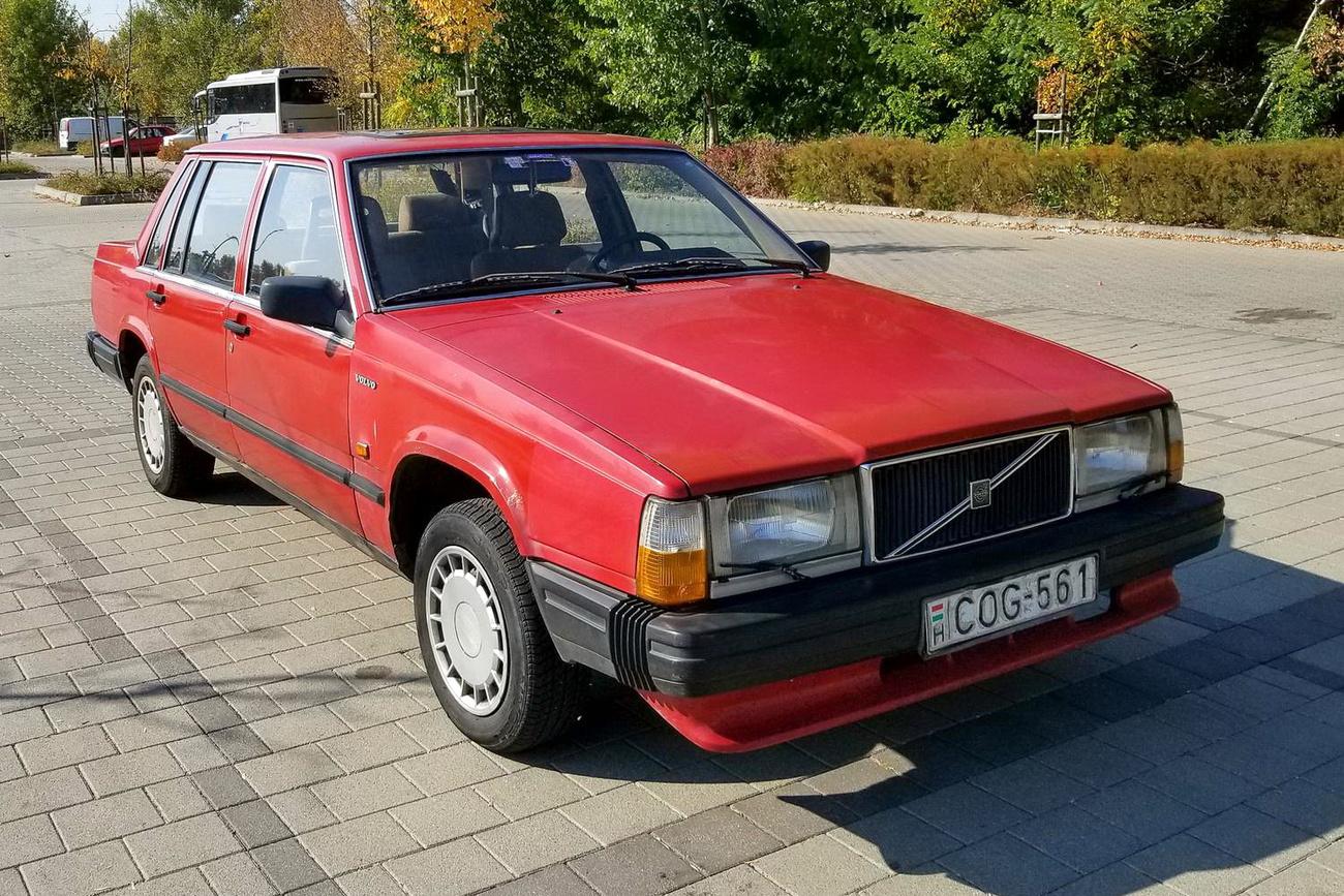 Egy időre volvós lettem a Vasfoggal, tehát jó sokat kellett vasfogaznom vele, mert ebben a Volvóban kellett elvolvóznom a Volvo-ünneplésre, amit Essenben tartottak